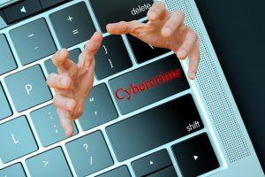 Acciones básicas para proteger los datos en el 2021. cybercrime-3528223_640 (1). Imagen de kalhh en Pixabay.